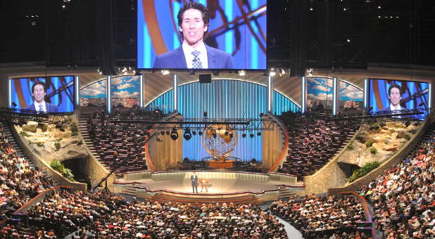 Joel Osteen at Giant Center